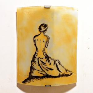 applique demi-cylindre jaune moisson motif la femme violon