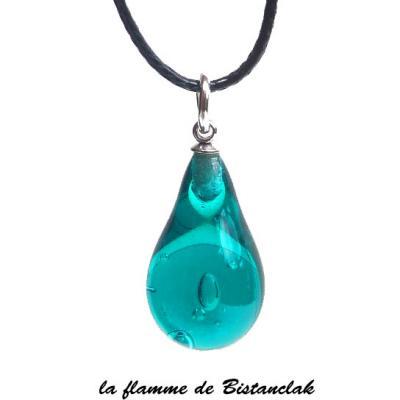 Collier pendentif goutte de verre bleu canard transparent