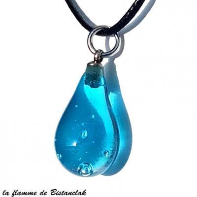 Collier pendentif goutte de verre bleu turquoise transparent