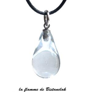 Goutte de verre file transparente brillante et discrete comme une goutte d eau