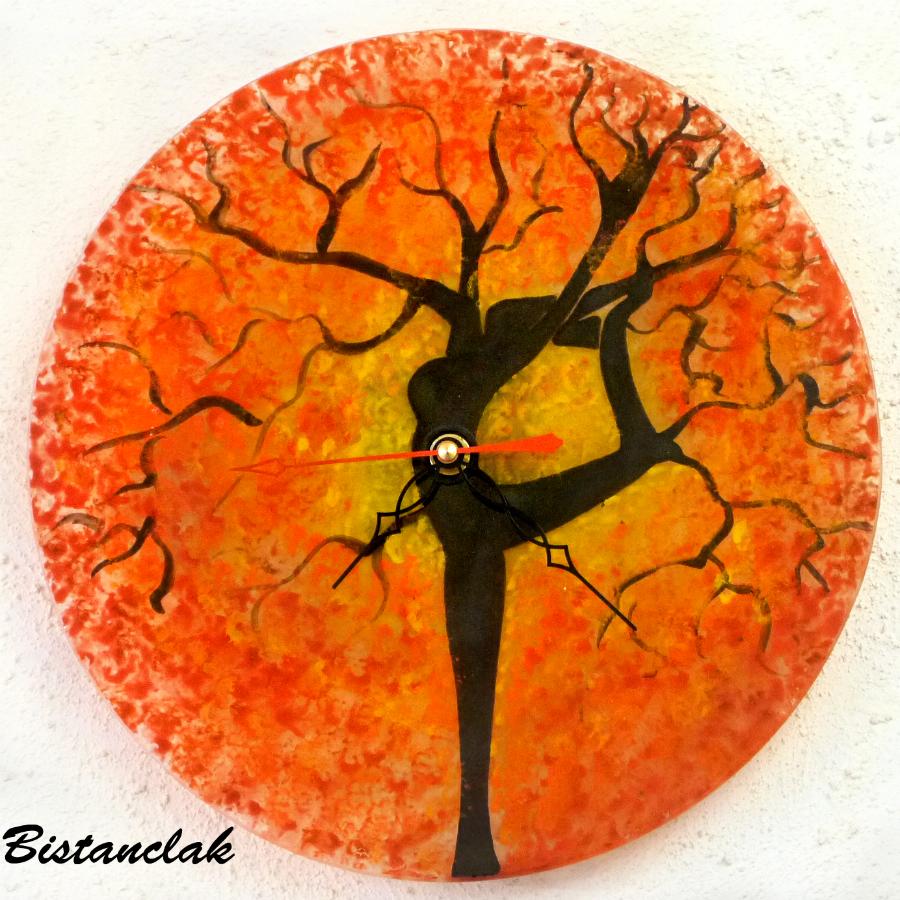 Horloge arbre danseuse jaune orange rouge