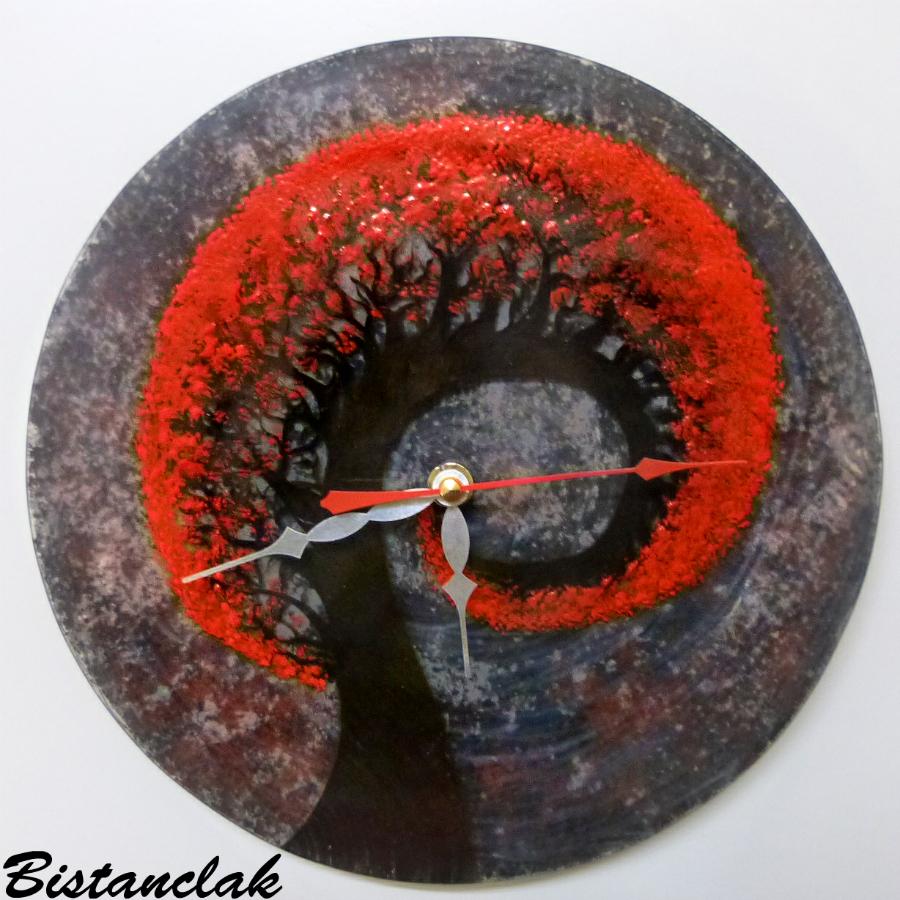 Horloge rouge noir arbre spirale