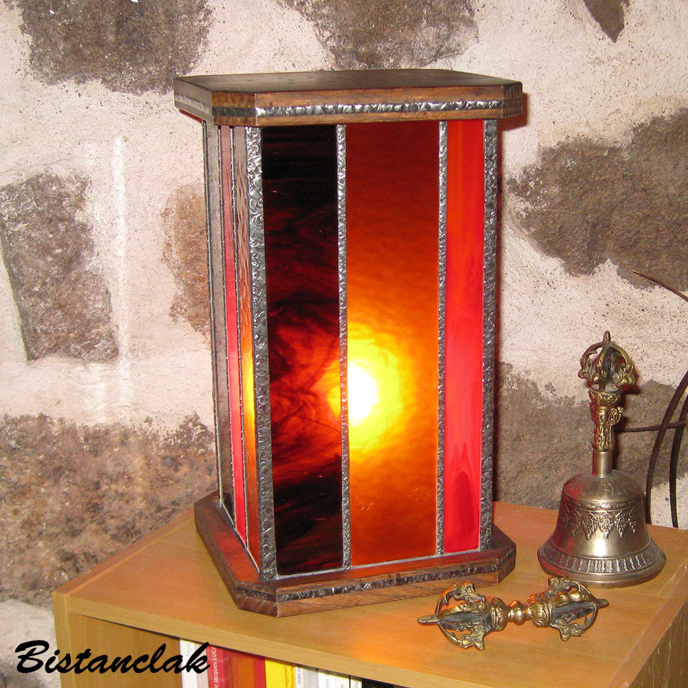 lampe vitrail rectangle rouge ambre et brun chamarré