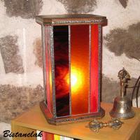 Luminaire vitrail rouge ambre brun avec socle bois