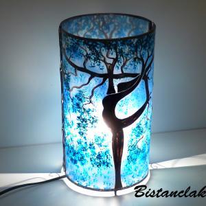 Lampe a poser artisanale cylindrique bleu motif arbre danseuse 3