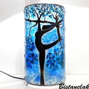 Lampe a poser artisanale cylindrique bleu motif arbre danseuse 4