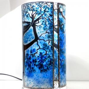Lampe a poser artisanale cylindrique bleu motif arbre danseuse 5