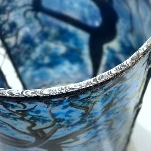 Lampe a poser artisanale cylindrique bleu motif arbre danseuse 7