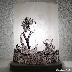 Lampe à poser L'enfant et l'ourson - Disponible en applique murale !