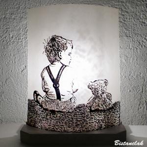 Lampe décorative à poser noire et blanche motif garcon et ourson en peluche; création artisanale française