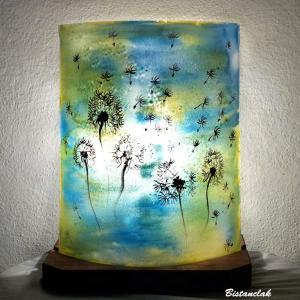 Lampe décorative jaune et bleu au dessin de pistils et pissenlits vendue en ligne sur notre site, création artisanale de luminaire par Bistanclak