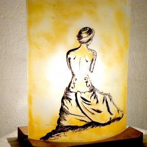 Lampe a poser jaune la femme violon 6