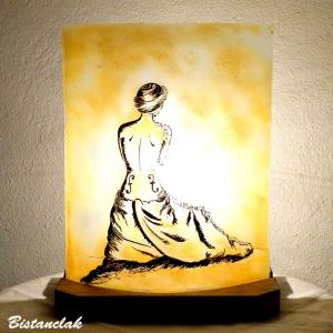 vente en ligne de la lampe jaune au dessin de la femme violon