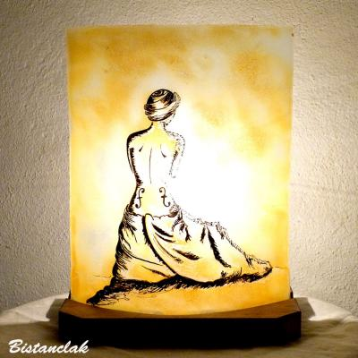 Lampe demi-cylindre décorative jaune moisson motif la femme violon