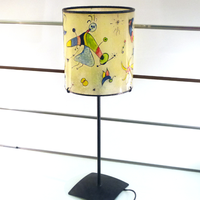 lampe cylindrique sur pied multicolore inspir de miro. Black Bedroom Furniture Sets. Home Design Ideas