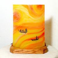 Lampe d'ambiance artisanale jaune orange rouge motif  barques entre ciel et mer