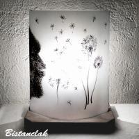 Lampe artisanale noire et blanche au dessin d'un souffle sur des fleurs de pissenlit