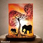 Lampe d'ambiance orange rouge motif la marche des éléphants vendue en ligne sur notre site.