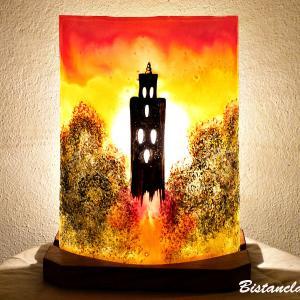 Lampe d'ambiance en verre jaune orange rouge motif temple