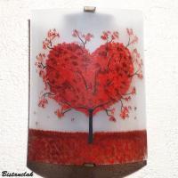 Lampe applique artisanale blanche et rouge motif arbre en coeur