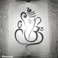 Lampe applique blanche motif ganesh ou divinité éléphant