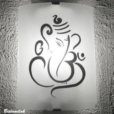 Applique blanche motif ganesh