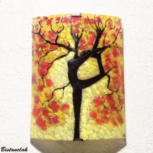 Lampe applique jaune et rouge motif arbre danseuse par bistanclak