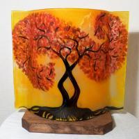 luminaire décoratif jaune orange au dessin d'un arbre tortueux