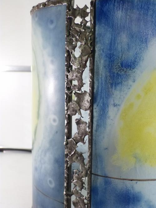 Lampe artisanale cylindrique bleu au dessin d enfants funambules details 2