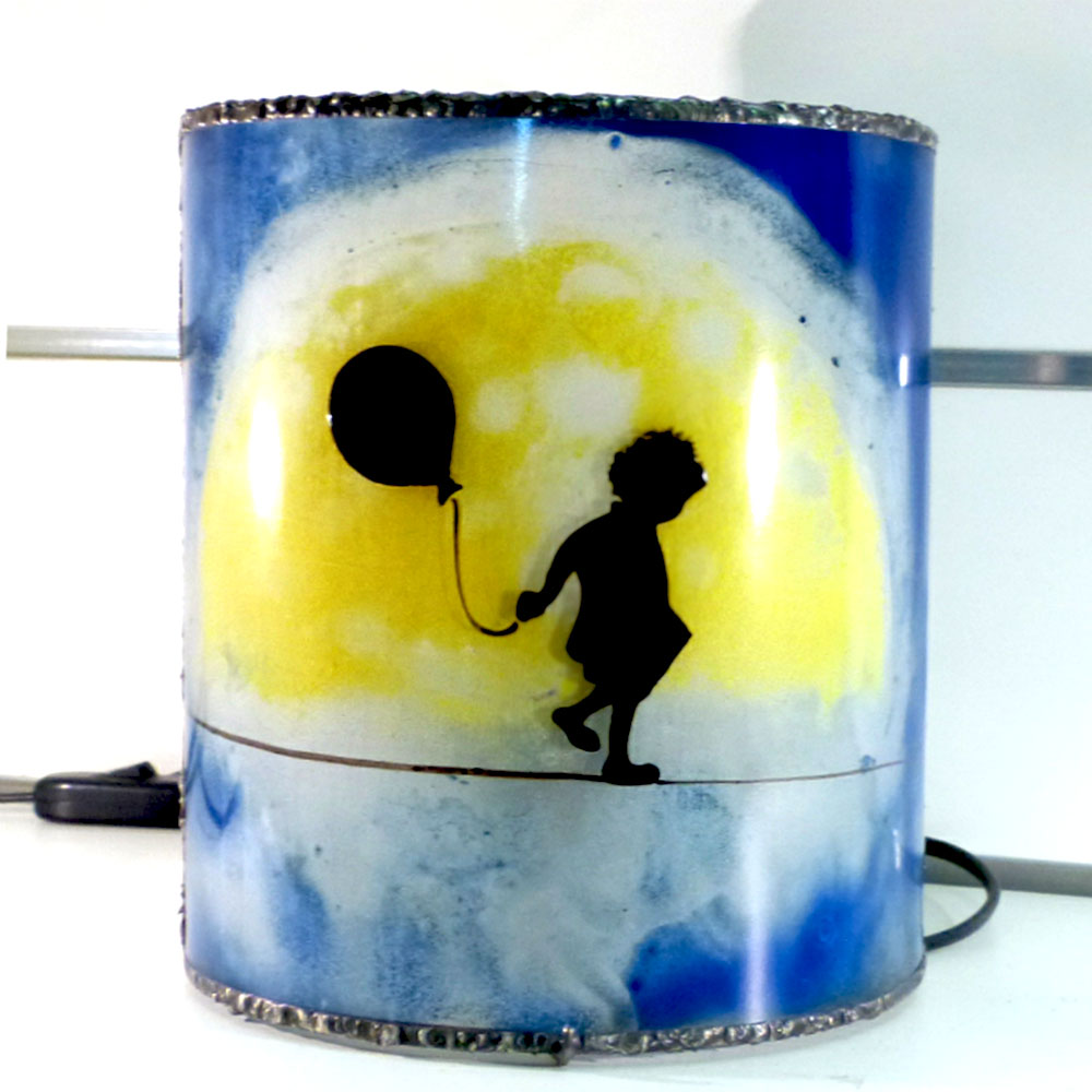 lampe artisanale bleu la fillette funambule et la lune jaune. Black Bedroom Furniture Sets. Home Design Ideas