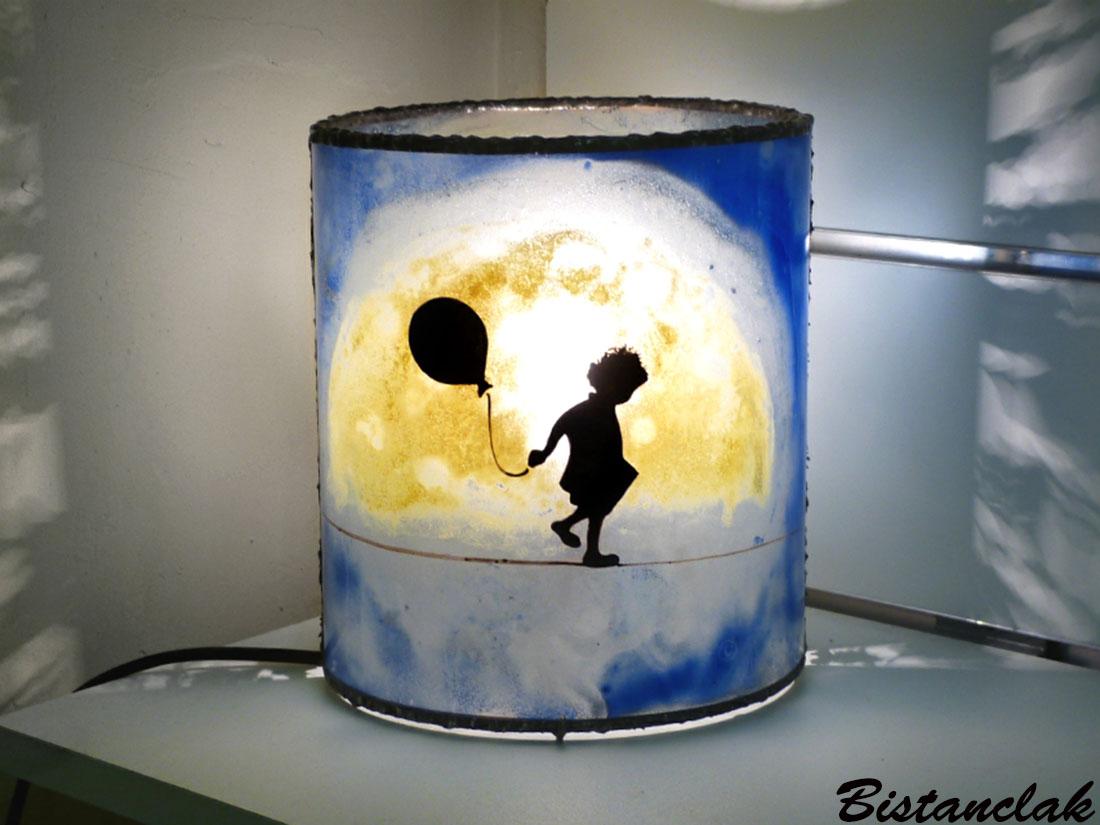 Lampe décorative cylindrique bleu motif la petite fille et la lune