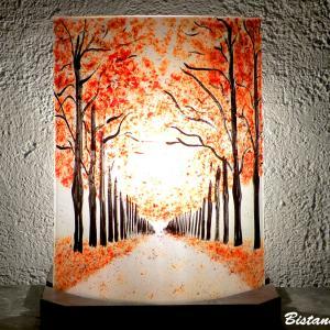 Lampe artisanale decorative au dessin d une allee bordee d arbres rouge creation francaise par bistanclak