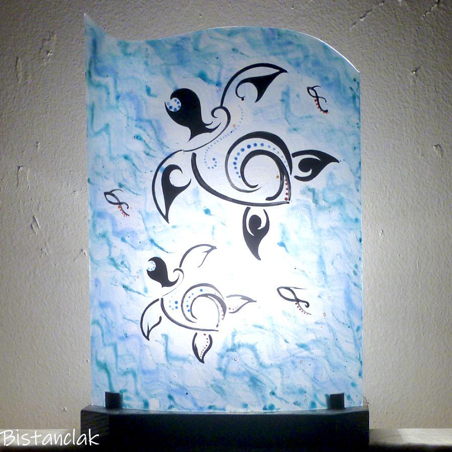 Lampe artisanale en verre bleu motif tortue par bistanclak