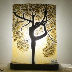 Lampe artisanale motif arbre danseuse couleur jaune ble et vert olive