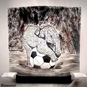 Lampe artisanale motif elephant sur un ballon creation ardeche par bistanclak