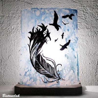Lampe décorative bleu délavé motif De la plume à l'oiseau