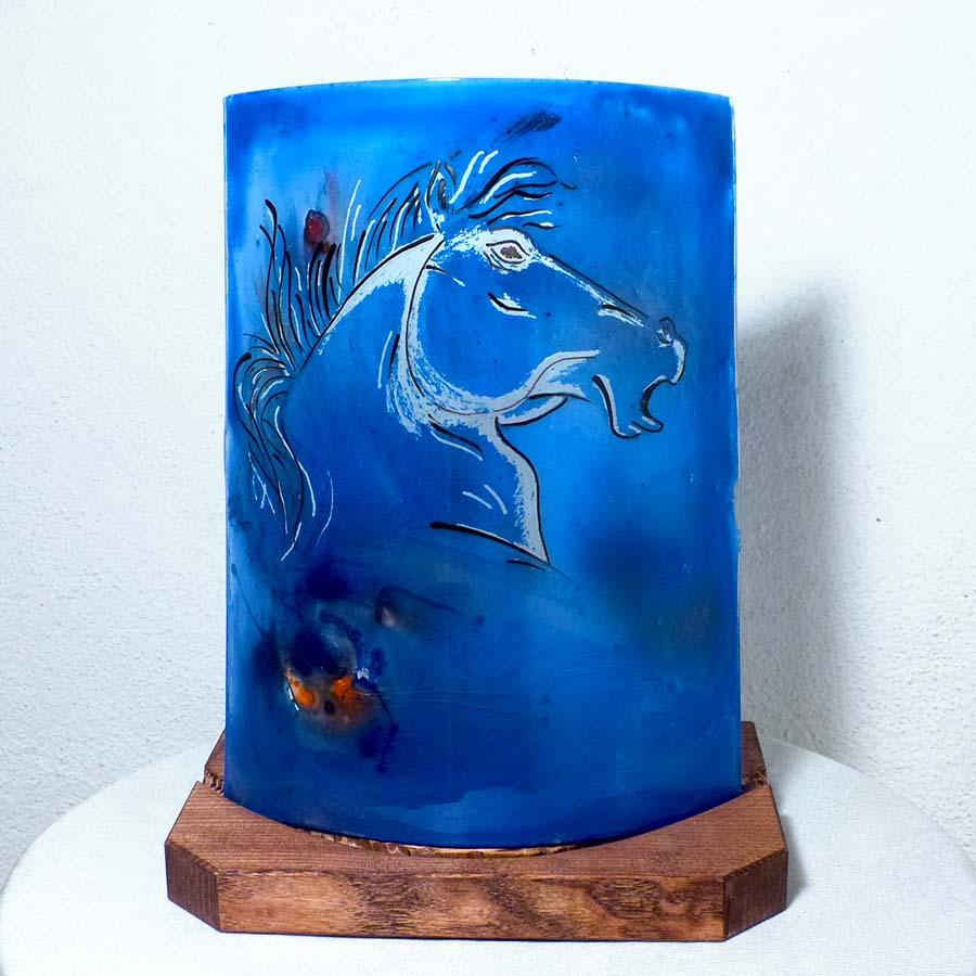 Lampe bleu au dessin d'une tete de cheval