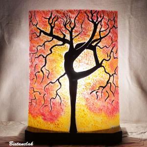 Lampe coloree jaune et rouge motif arbre danseuse par bistanclak