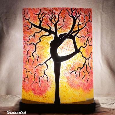 Lampe jaune et rouge motif arbre danseuse
