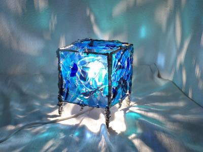lampe-cube-bleu5.jpg