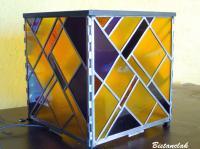 Lampe cube en vitrail création artisanale française