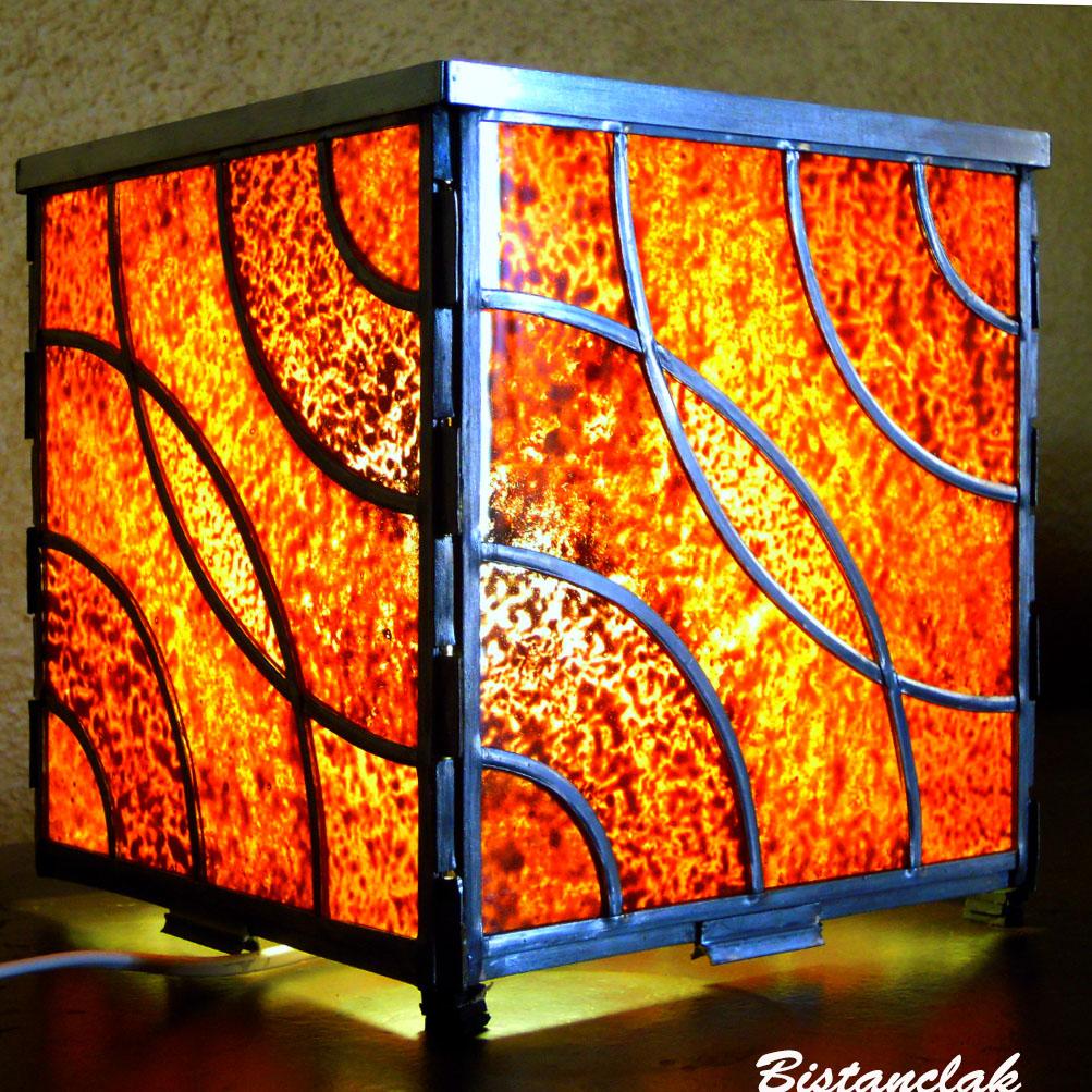 Lampe vitrail cube motif arc de cercle