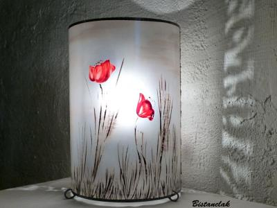 Lampe décorative simple motif coquelicots rouge dans la brume