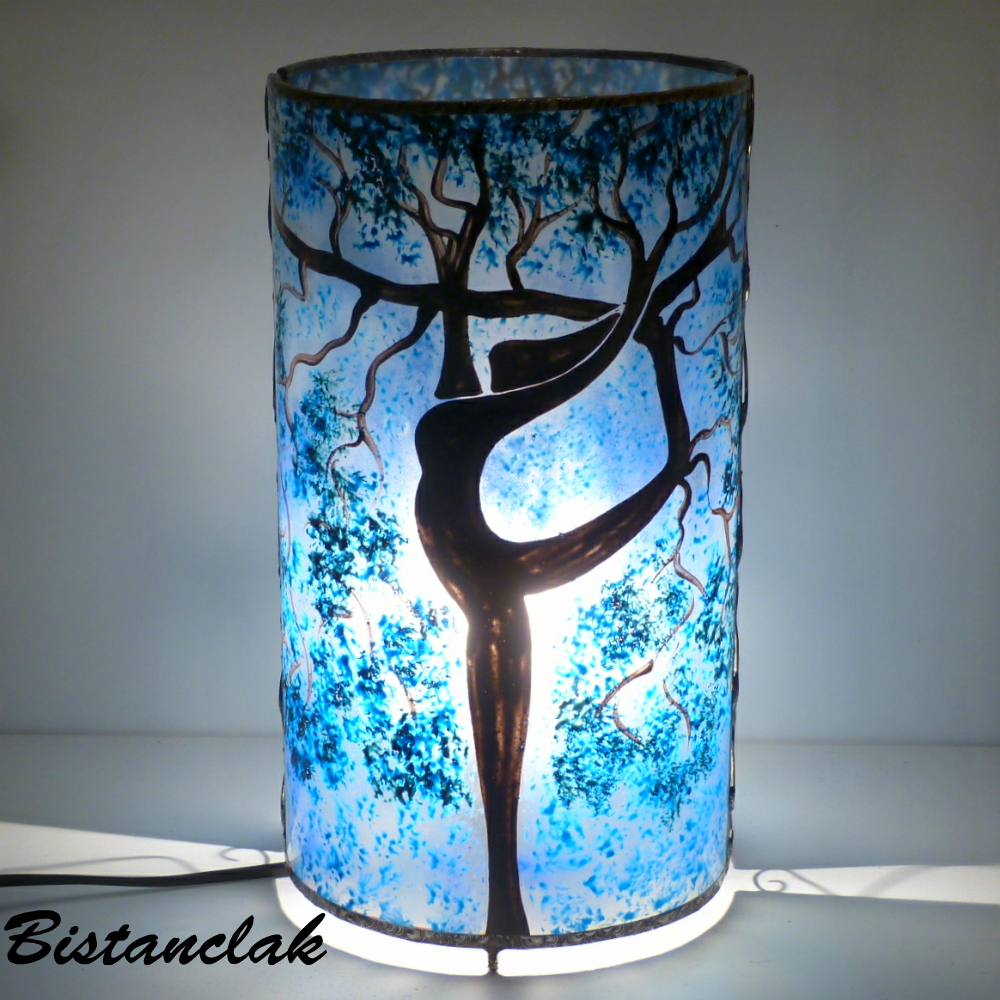 lampe artisanale cylindrique bleu l 39 arbre danseuse. Black Bedroom Furniture Sets. Home Design Ideas