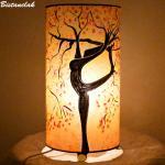 Lampe d'ambiance couleur sable orange motif arbre danseuse; fabrication artisanale française par Bistanclak