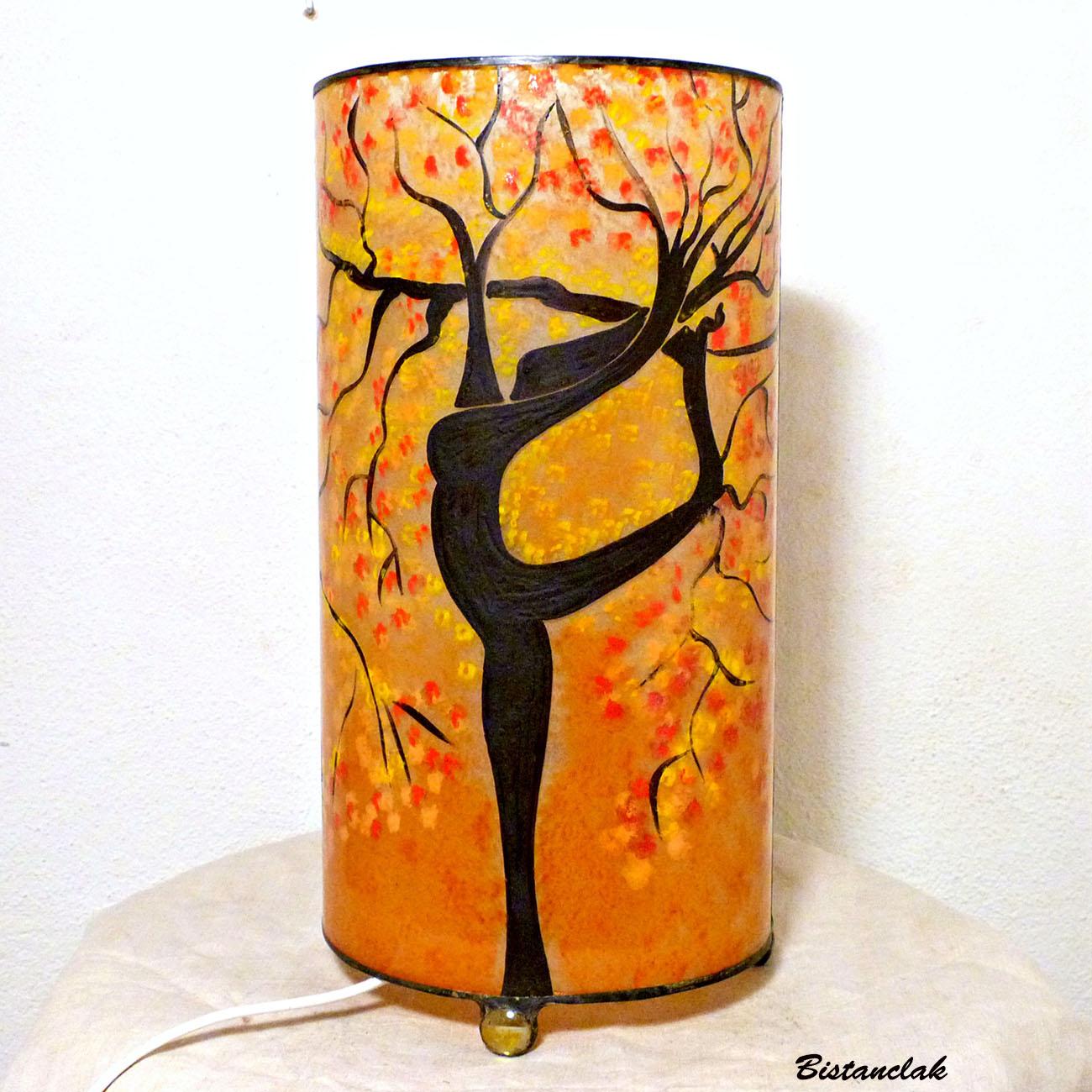 Lampe d'ambiance cylindrique sable orange motif arbre-danseuse; création artisanale