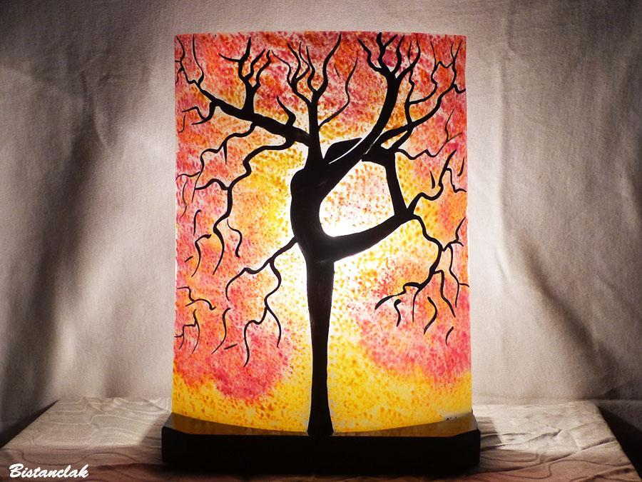 Lampe d ambiance artisanale motif arbre danseuse jaune et rouge