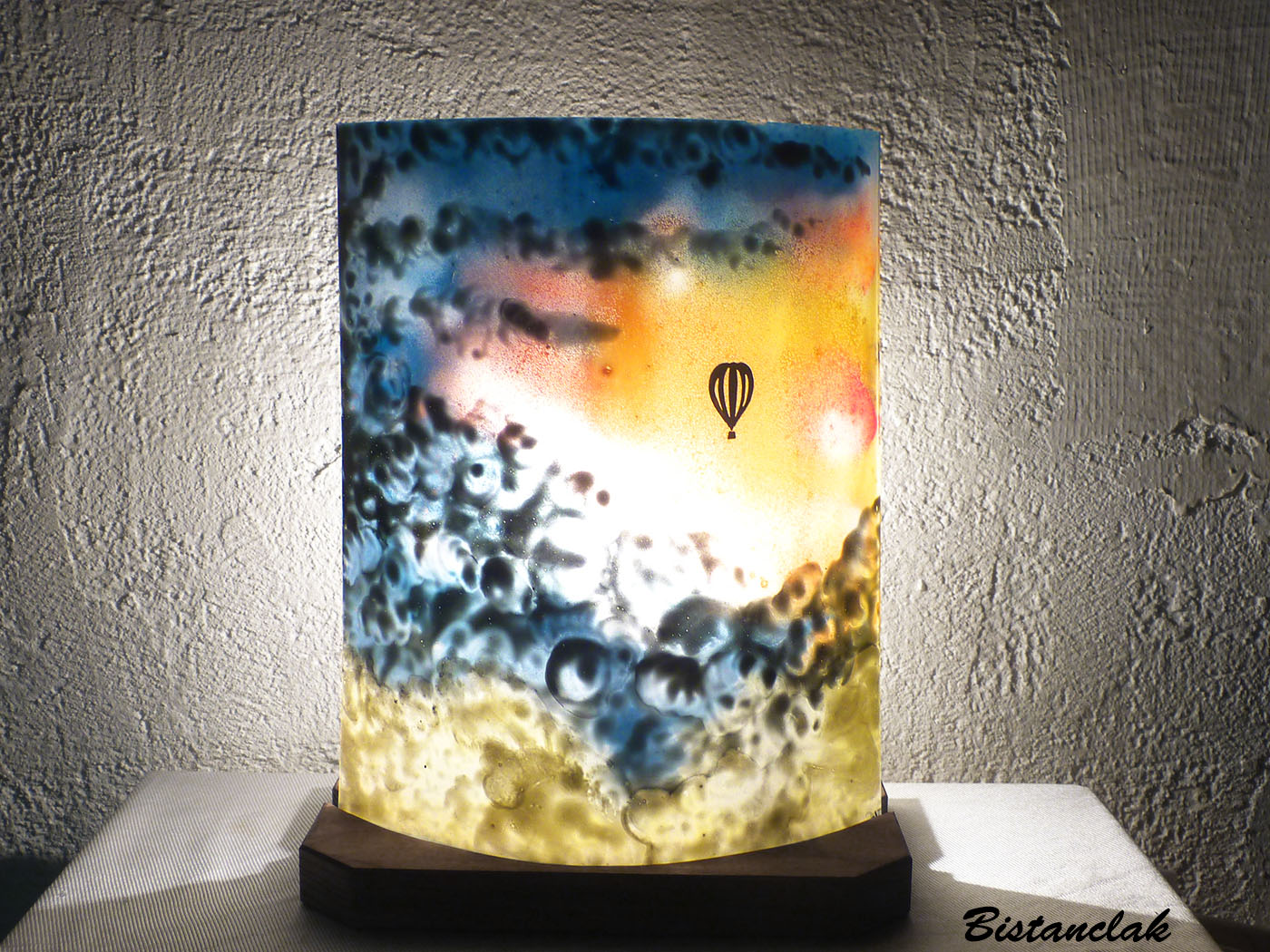 Vente en ligne de la lampe d ambiance multicolore motif mongolfiere
