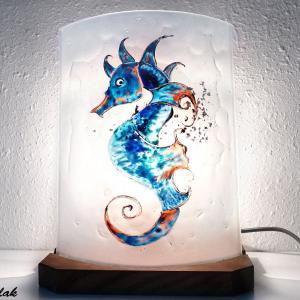 Lampe decorative blanche motif hippocampe bleu et orange une creation artisanale francaise par bistanclak