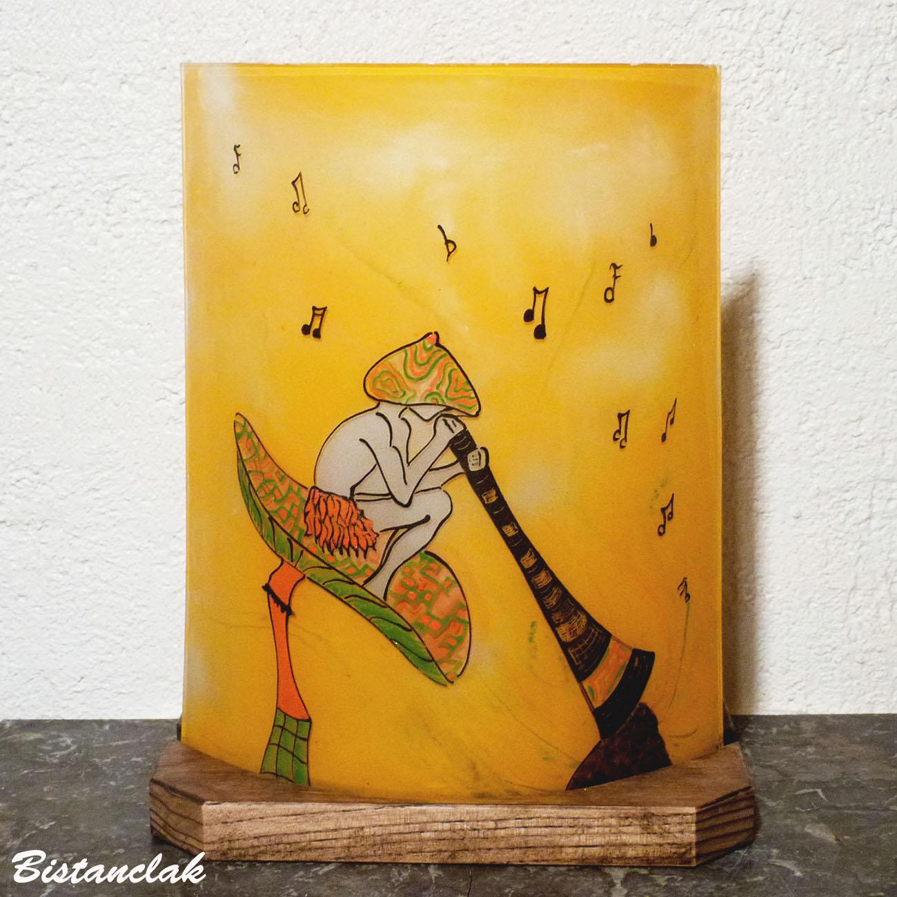 Lampe decorative fantaisie orange et verte au dessin d un lutin joueur de didjeridoo
